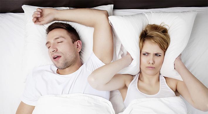 Причины храпа и проблем со сном